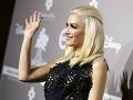 Gwen Stefani skrachovalo manželstvo, na červenom koberci však rozdávala úsmevy na všetky strany.