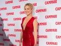 Kate Hudson sa na červenom koberci predviedla v overale s odvážnym výstrihom.