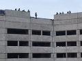 VIDEO Strašidelný skok Xénie (19) zo strechy: Amatérsky bungee sa zmenil na horor