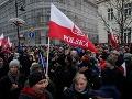 Poliaci sa v tisícoch vydali do ulíc: Prezident Duda šliape po demokracii a musí odstúpiť!