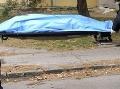 Obyvateľom bytovky v bratislavskom Lamači sa naskytol hrozný pohľad: Pod oknami bola mŕtvola!
