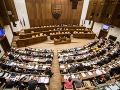 Nezaradených poslancov je v parlamente viac ako vo väčšine klubov: Najviac odišlo z SaS