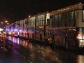 Dohoda sa napĺňa: Autobusy prišli odviezť 2000 islamistických bojovníkov z Damasku