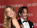 Amber Heard a Johnny Depp by tvorili jeden z najkrajších hollywoodskych párov... Keby herec viac dbal o svoj zovňajšok.