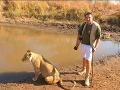 Peter je pravý africký dobrodruh zo Slovenska: Prežil aj útok slona, najlepšie FOTO iného sveta