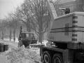 Stroje v uliciach Bratislavy odpratávajú sneh, r. 1963