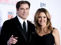 John Travolta stratil rokmi všetok sexepíl. Jeho manželka Kelly Preston je aj v zrelom veku veľká kočka.