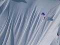 Adrenalínového nadšenca takmer pochovala lavína: VIDEO hrozivých sekúnd pred vzlietnutím