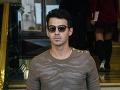 Fešák z Jonas Brothers už zasa randí: Znova si vybral modelku