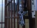 Škandál v leopoldovskej väznici: Dozorkyňa sa zdrogovala s väzňom, problémom je aj alkohol