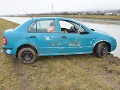 Vlámal sa do pivnice a našiel kľúče od auta: Po pár kilometroch spustil auto do Váhu