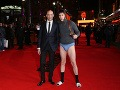 Sacha Baron Cohen a Mark Strong stvárnili vo filme bratov.