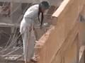 VIDEO Extrémnej demolácie budovy: Muž riskuje svoj život, robí to s pôvabom