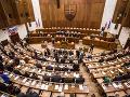 Parlament má na programe schránkové firmy: Rozoberanie petície sa uskutoční až v júni