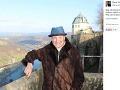 Karel Gott sa v marci 2016 pochválil prvou fotkou po onkologickej liečbe.