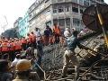 VIDEO Tragédia v Indii: Po páde nadjazdu 21 mŕtvych a 70 zranených