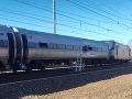 VIDEO Veľká vlaková tragédia v Amerike: Lokomotíva vyletela z trate, dvaja mŕtvi a 30 zranených