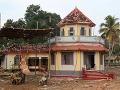 Pri požiari chrámu v Indii zahynulo 112 ľudí, princ William vyjadril hlboký zármutok