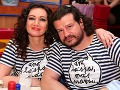 Moderátorka Karin Majtánová s partnerom Petrom prišli na Jozefovskú párty vo vtipných tričkách.