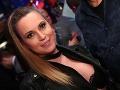 Erika Judínyová kvôli nezbednému topu nechtiac ukázala v spoločnosti podprsenku.