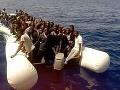 Polícia zachránila pri Cypre ďalšiu skupinu migrantov: Kapitán zbabelo ušiel