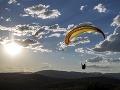 Paraglajdista (48) z Piešťan sa vybral na svoj osudný let: Po tvrdom dopade nemal šancu