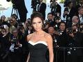 Victoria Beckham má rada jednoduché outfity a čiernu farbu.