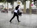 Veľké varovanie pred zajtrajškom: Búrky s krúpami zasiahnu takmer celé Slovensko!