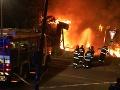 Bratislavčania zažili noc ako z hororu: FOTO Masívny požiar zachvátil sídlisko, evakuácia!