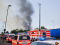 Vo firme v Dubnici nad Váhom vypukol požiar: Evakuovať museli desiatky zamestnancov!
