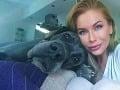 Eva Cifrová so svojim psíkom.