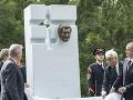 Pocta zosnulému Antonovi Srholcovi: FOTO Kiska odhalil pri Bráne slobody v Devíne krásny pomník