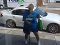 Zakríknutá bacuľka zamestnancom firmy vyrazila dych: VIDEO Výkon ako z Hriešneho tanca
