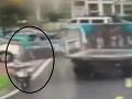 VIDEO Hororový okamih na ceste: Otca s dcérkou (4) zrazili dvere korby, nič netušiaci vodič