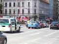 Nehoda na frekventovanej križovatke v Bratislave: FOTO Zrážka troch áut na semaforoch
