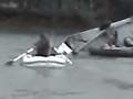 VIDEO Dráma na Záhorí: Víchrica sfúkla karavan so štyrmi deťmi do jazera, otec okamžite konal!