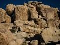 Ľudí nachytala internetová hádanka na FOTO: Dokážete nájsť dievčatko medzi skalami?