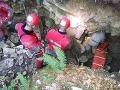 Mladého jaskyniara ratovali v Pustej: Poranil si rameno, pomáhalo mu 14 záchranárov