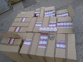 Polícia zaistila 550 kartónov cigariet: Za pašovaním stoja traja Slováci