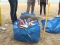Odpadky z pláží pretvára na umelecké diela: Múzeum hnusu, za ktorý môžu ľudia