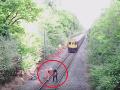 Železničiara, ktorý zachránil život, oslavovali ako najväčšieho hrdinu: VIDEO Všetko je inak!