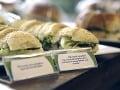 Poslanec ukradol sendvič z obchodu: Zvláštna obhajoba, vzdal sa svojej funkcie
