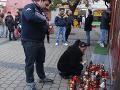 Rómovia pochodovali za mŕtveho Miroslava: VIDEO pietne zhromaždenie rozháňali ťažkoodenci