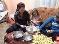Škandál s Kinder vajíčkami: Hračky v nich vyrábajú rumunské deti, plat je na zaplakanie