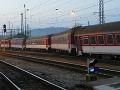 Cestujúcich vlakmi čakajú nepríjemnosti: Na trati do Čadce sa vykoľajil osobný vlak