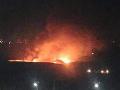 Sýrska vojenská základňa po údajných náletoch.