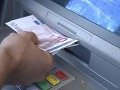 Slováci, banky majú pre vás nepríjemné prekvapenie: Za niektoré služby si priplatíte