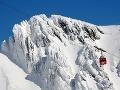 Rušné chvíle v lanovke: Na niekoľko hodín v nej uviazlo 150 lyžiarov