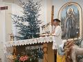 Farár z Požitavia je miestnou hviezdou: VIDEO Úžasného vianočného prekvapenia pre veriacich