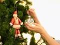 Bizarné vianočné ozdoby: ViDEO Za vlády Hitlera sa na stromčeky vešali aj hákové kríže